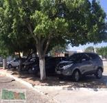 Principal Praça de Delmiro Gouveia se transforma em estacionamento para veículos