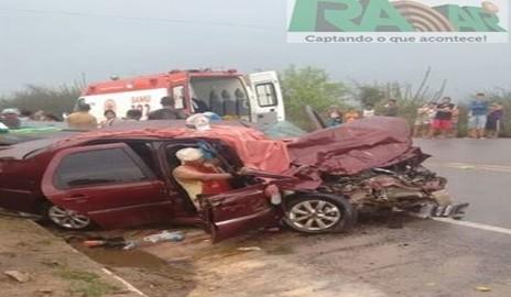 Colisão entre carros deixa uma família ferida em Delmiro Gouveia