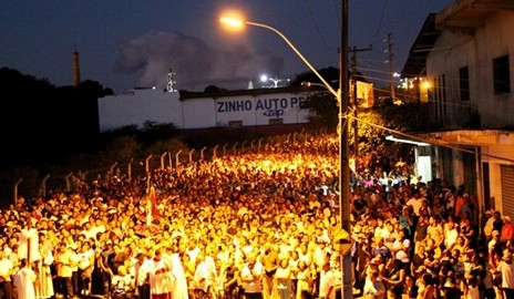 Centenas de católicos participaram da Via Sacra em Delmiro Gouveia