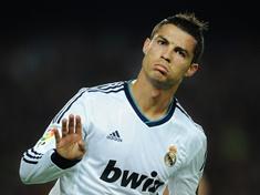 PSG pode fazer a maior proposta financeira do futebol para comprar o craque Cristiano Ronaldo