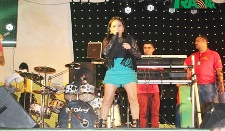 Raquel dos Teclados fala sobre vídeo polêmico gravado durante show em Água Branca – AL
