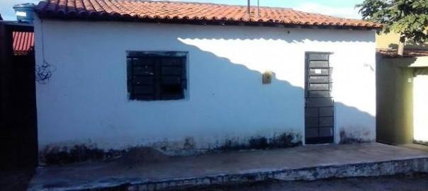 Vendem-se duas casas no Bairro Novo em Delmiro Gouveia com preços que cabem no seu bolso