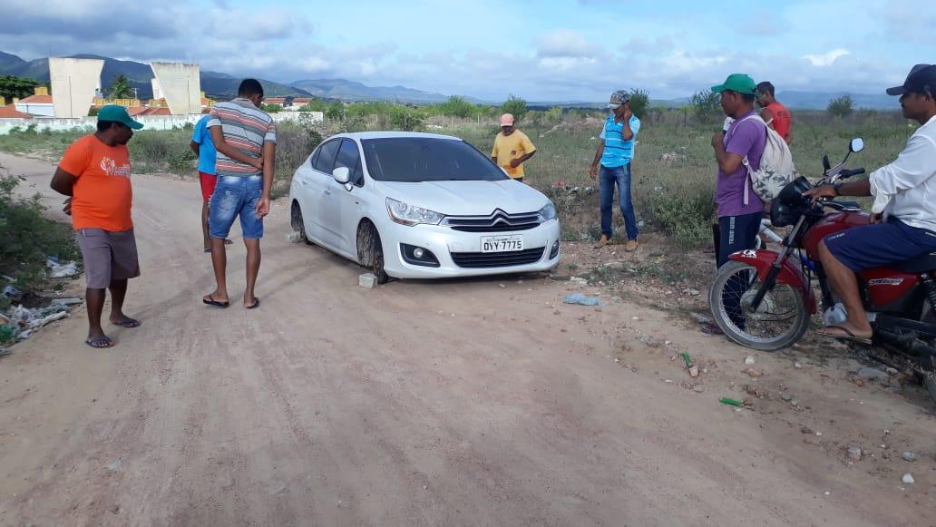bf623a7b13ecc Na manhã desta terça-feira, 15, um veículo com registro de roubo, foi  encontrado abandonado nas proximidades da Creche Municipal de Canapi, ...
