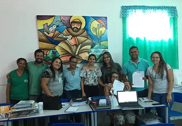 da19b496bad98 ... de Meio Ambiente e Educação planeja implantar, neste ano de 2019, o  Projeto da Coleta Seletiva, nas escolas da rede municipal de Delmiro Gouveia .
