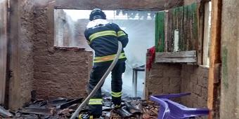 Jovem em surto ateia fogo e destrói residência da família no sertão