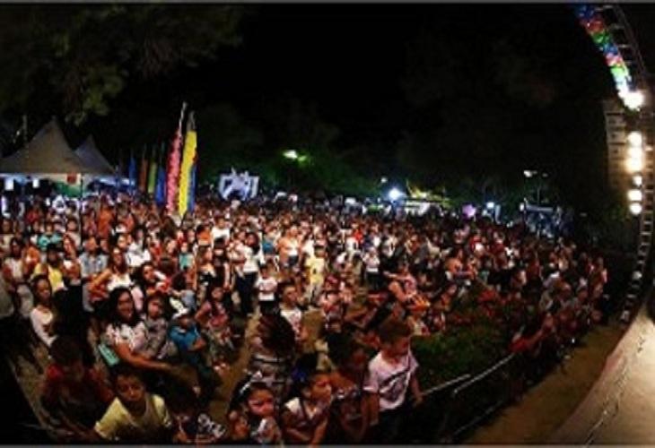 Público lota Praça das Mangueiras na programação especial da Páscoa Solidária