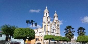 Colisão entre moto e ônibus deixa feridos em Igreja Nova, Alagoas