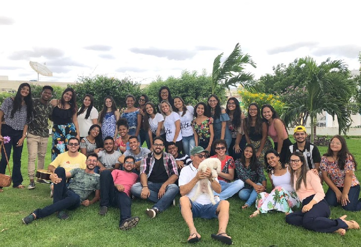 """Jovens delmirenses formam grupo """"Coral Livre"""" e lançam seu primeiro clipe na internet"""