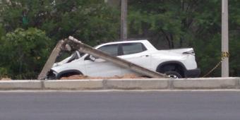 Ex-prefeito de Inhapi perde controle de veículo e colide em poste em Delmiro Gouveia