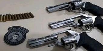 Polícia prende quatro pessoas e apreende cinco armas de fogo