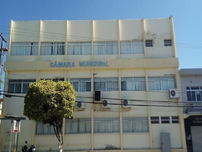 Delmiro: Cacau Correia solicita pedido de vistas sobre projeto do Executivo de doação de terrenos