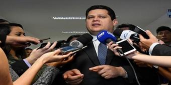 Um terço dos senadores defende reeleição de Davi Alcolumbre à presidência, diz jornal
