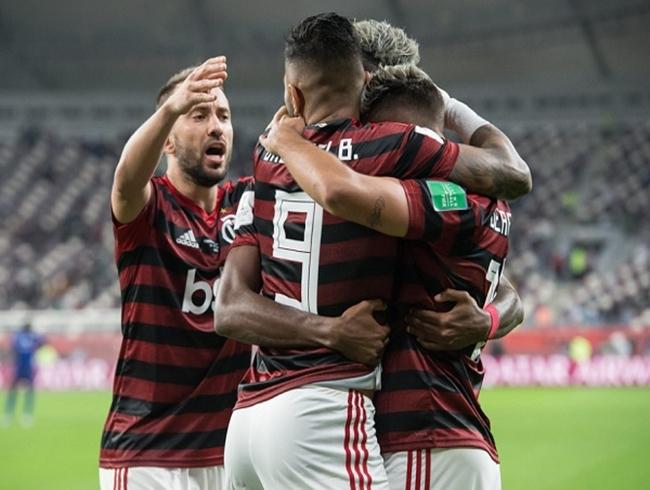 Flamengo leva Supercopa do Brasil com 3 a 0 sobre Athletico-PR