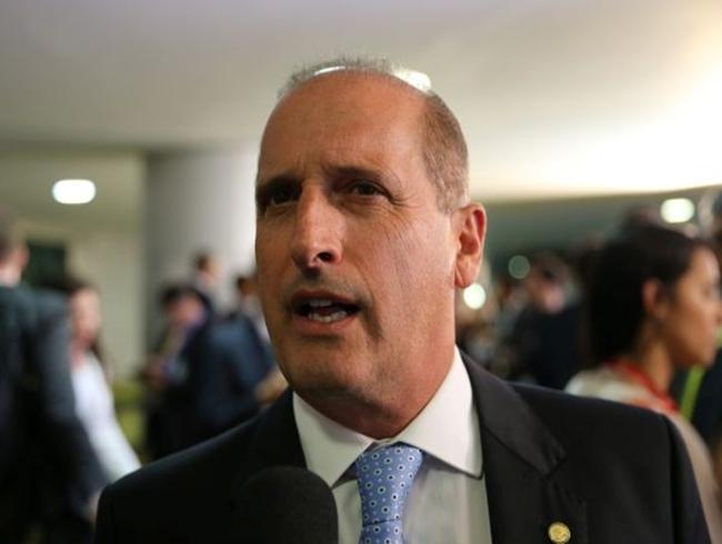Projeto que substituirá Bolsa Família está pronto, diz ministro