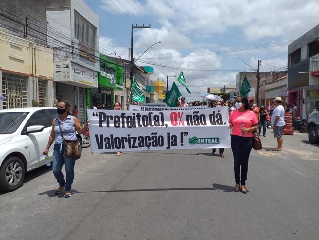 Sinteal realiza protesto e pede reajuste salarial em Delmiro Gouveia