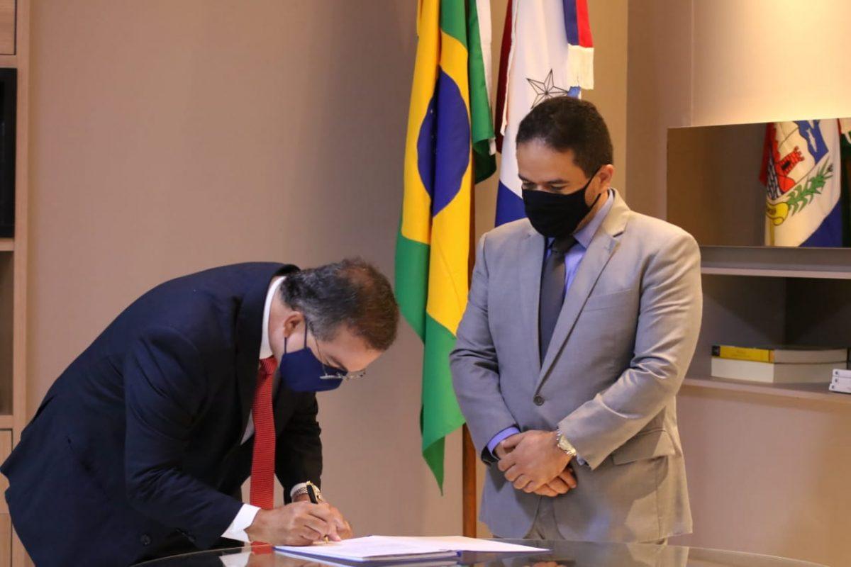 Ronaldo Medeiros toma posse como deputado estadual por Alagoas