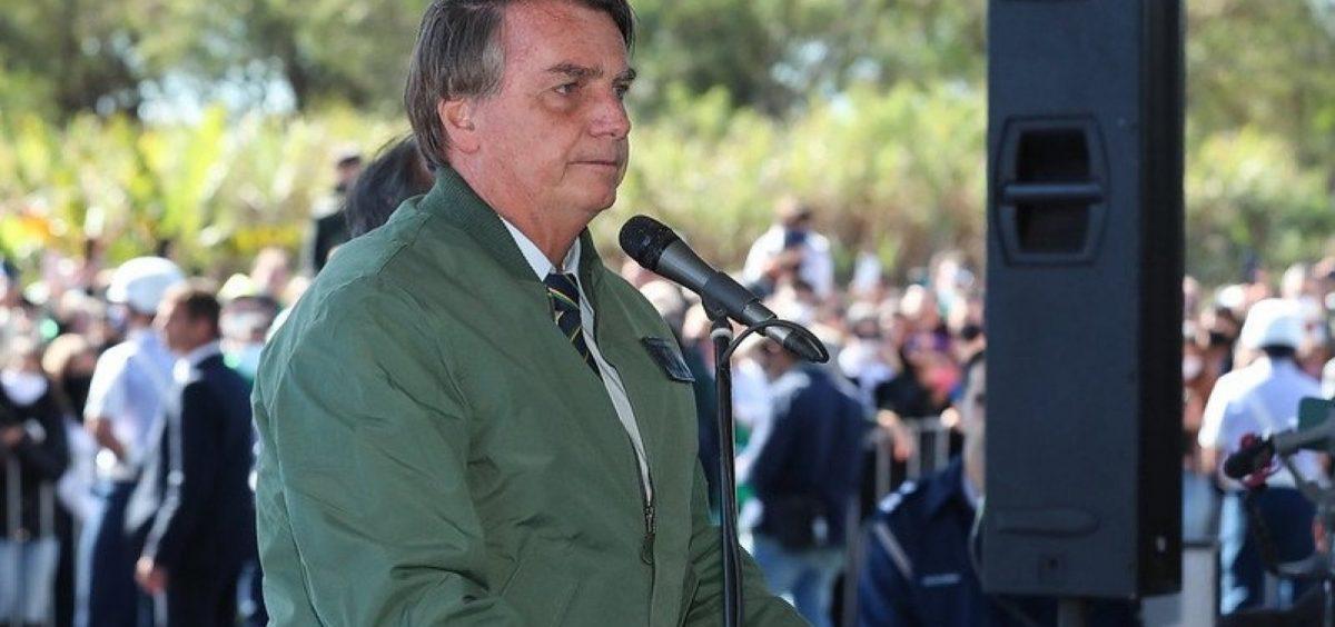 Bolsonaro evolui de forma satisfatória, mas não tem previsão de alta, diz boletim