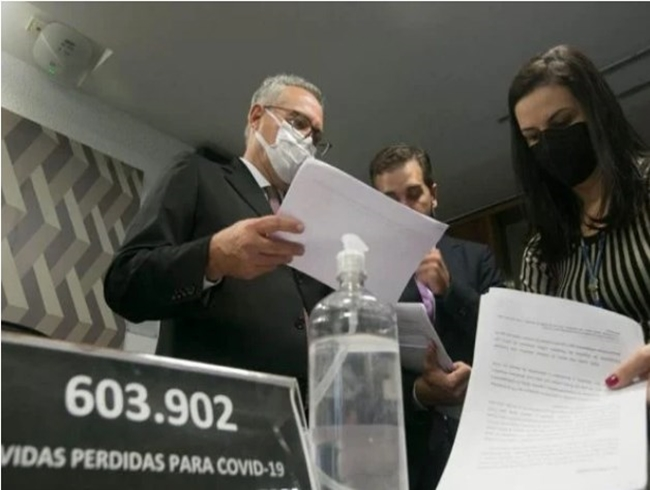 Renan entrega relatório final da CPI da Covid com 78 indiciamentos